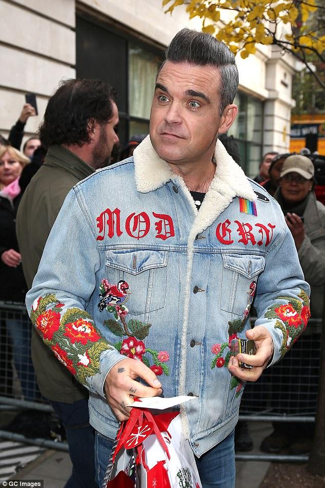 Robbie Williams péniszéről formált gyűrűt adott barátainak ajándékba