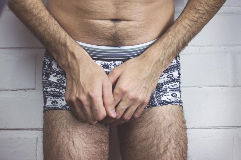 egy férfinak több pénise van