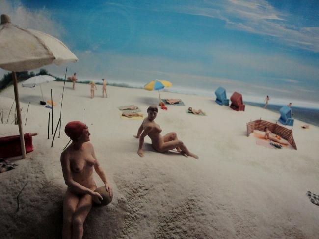 Pufók tengerparti nudisták