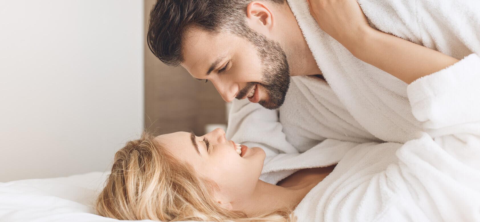 mosolygó erekció a pénisz nem gördül vissza